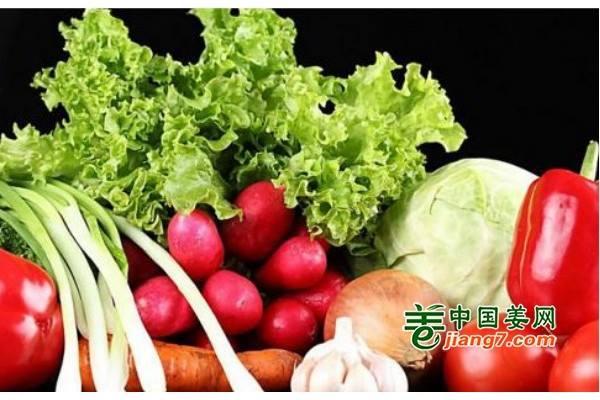 山西:阴雨天气致使菜价上涨 ()